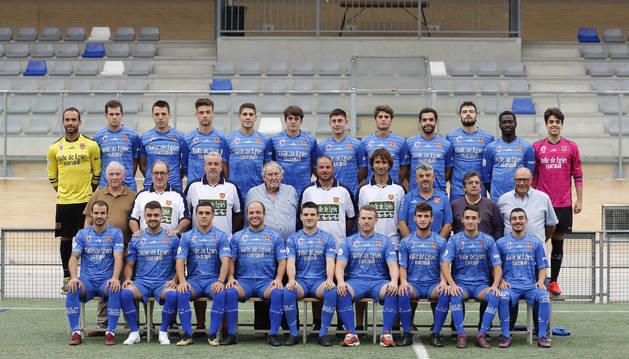 La plantilla y cuerpo técnico del Valle de Egüés para esta temporada, ayer en Sarriguren.