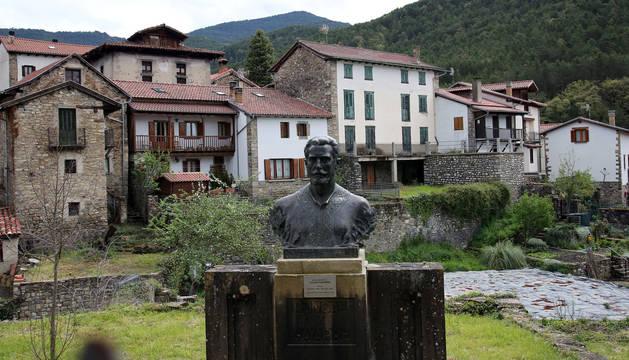 Foto del monumento a Julián Gayarre en Roncal.