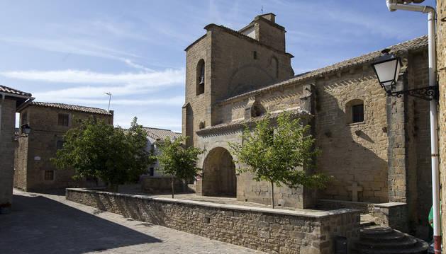 Vista exterior de la iglesia de la Asunción de Leache.