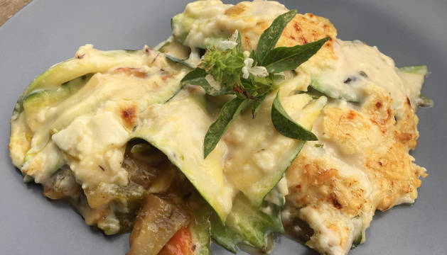Foto del plato de lasaña de verduras.