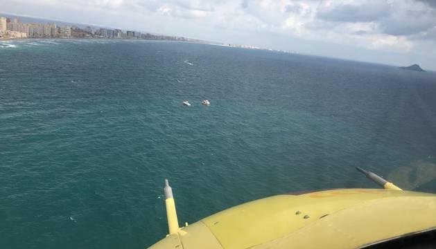 Imagen facilitada por Protección Civil de la búsqueda del avión de entrenamiento de la Academia General del Aire (AGA) y el piloto que se ha estrellado en el mar Mediterráneo, cerca de La Manga a la altura del Zoco.