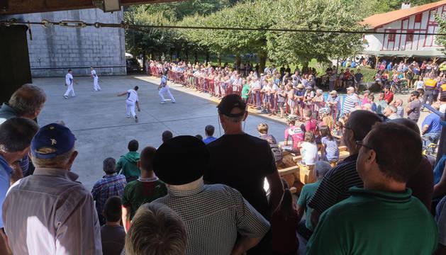 Foto de los partidos de pelota en un día exclusivo del año en Aritkutza.