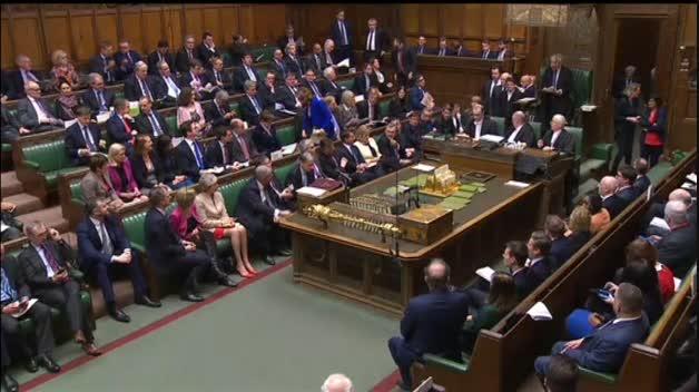Isabel II aprueba el cese de la actividad parlamentaria hasta octubre a petición de Johnson