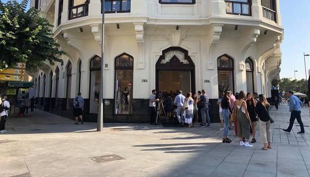 Foto de Zara abre el edificio de la Vasco Navarra en Pamplona.