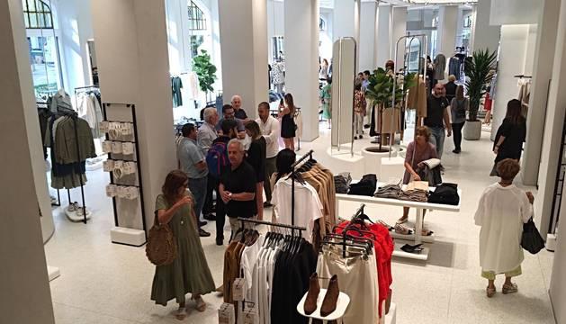 Foto del interior de la nueva sede de Zara en Pamplona.
