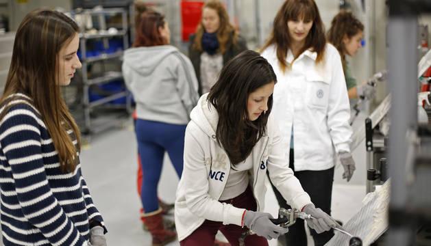 Volkswagen Navarra organizó en 2016 varias visitas de alumnas para animarlas a elegir profesiones técnicas aunque sin demasiado éxito.