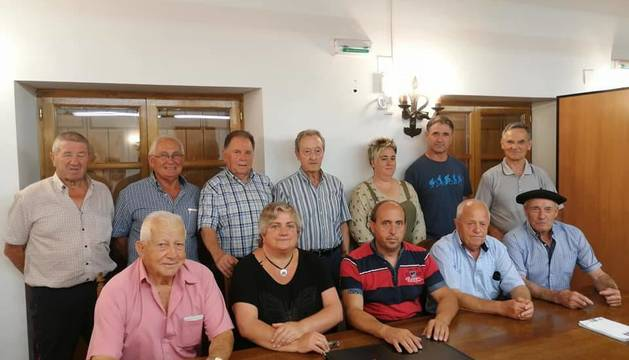 Pastores que emigraron a América, Laura Igantzi, de la organización y el alcalde, Enrique Garralda.