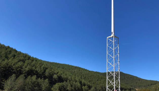 Foto de la torre prototipo de Nabrawind para la instalación de un molino en altura en Eslava.