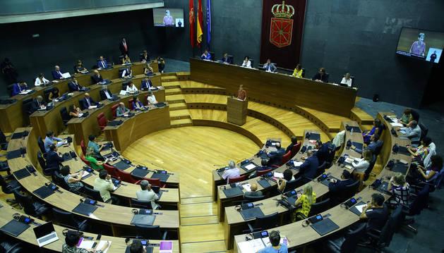 Foto del Parlamento, en el pleno de investidura de María Chivite.