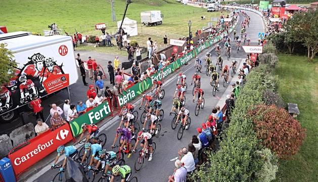 Imágenes de la llegada de la Vuelta Ciclista a España a Navarra, con el final de etapa en Urdax-Dantxarinea.