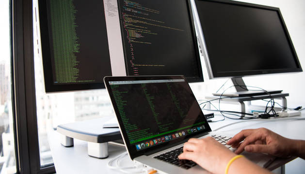 foto de El Big Data aplica una serie de técnicas de análisis de datos para extraer información e implementar mejoras en los procesos, productos y servicios.