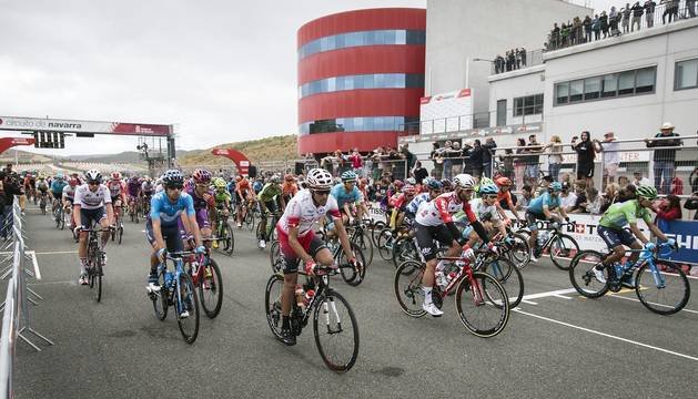 Salida de la duodécima etapa de la Vuelta del Circuito de Navarra