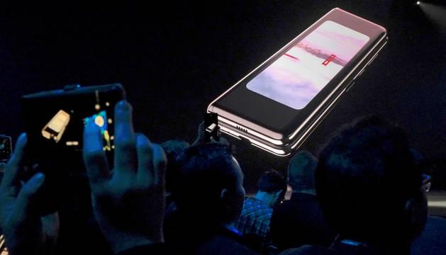 Samsung anuncia por sorpresa el lanzamiento de su smartphone plegable