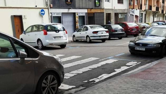 La Ordenanza vigente en Pamplona desde el 2 de agosto, prohíbe aparcar en los 5 metros previos a un paso peatonal
