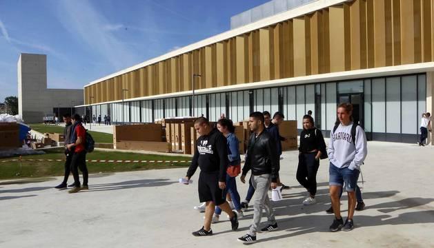 El nuevo centro de educación Secundaria y de Formación Profesional acogió el lunes la presentación de los alumnos con los últimos retoques en el equipamiento de aulas y talleres pendientes y tras una inversión de 37,2 millones de euros.