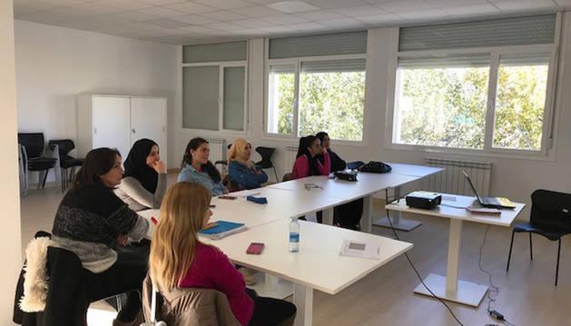 Foto del curso de emprendimiento impartido en la Ribera a mujeres extranjeras.