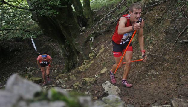 Xabier Macías -segundo en 2017 y cuarto en 2018-supera a Maider Fraile, campeona en 2017, en un tramo.