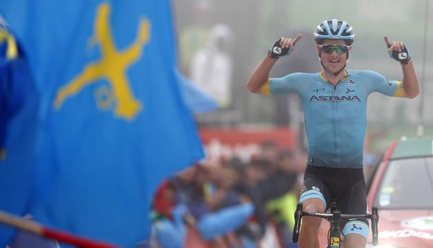 El ciclista danés del equipo Astana, Jakob Fuglsang, a su llegada a meta.