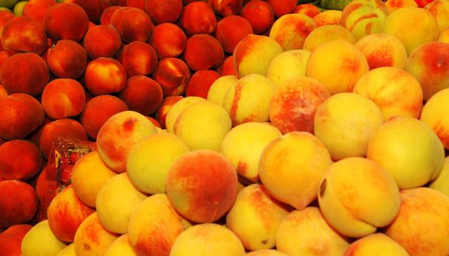 El melocotón y la nectarina, en precios mínimos este año.