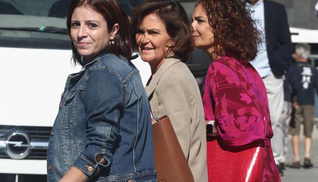 Adriana Lastra, Carmen Calvo y María Jesús Montero, el equipo negociador del PSOE.