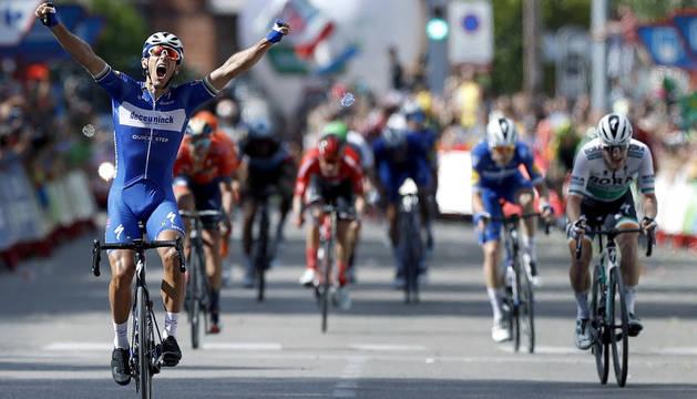 Philippe Gilbert, del Deceuninck-Quick Step, vencedor de la decimoséptima etapa de la Vuelta a España 2019, disputada este miércoles entre la localidad de burgalesa de Aranda de Duero y Guadalajara, con un recorrido de 219,6 kilómetros.