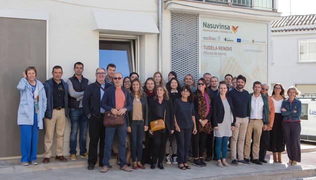 Foto de los representantes del Gobierno de Navarra y socios europeos durante la visita a la oficina de Nasuvinsa.