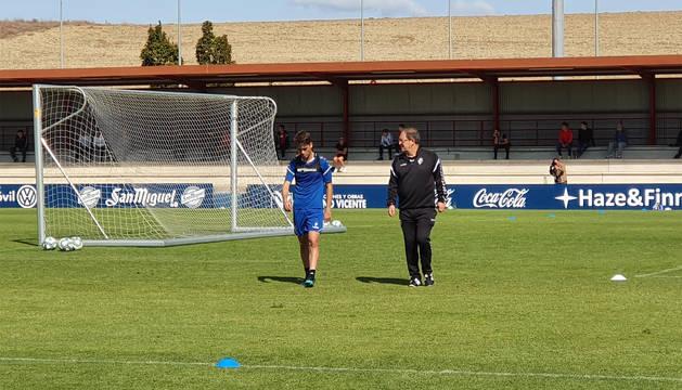 Javi Martínez se retira del entrenamiento en Tajonar.