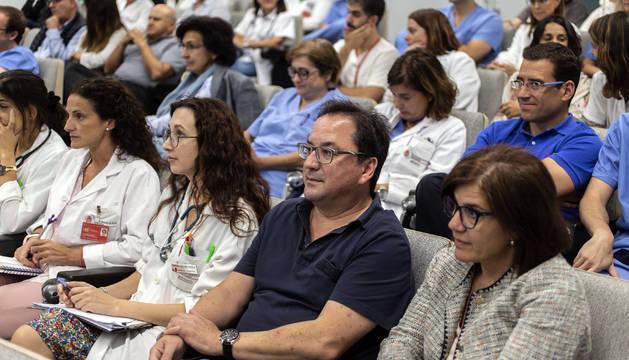 Foto de médicos en el Complejo Hospitalario de Navarra, en una de las asambleas que se celebraron.