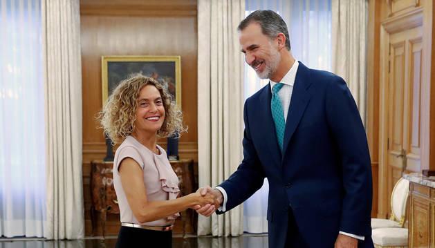 Foto del rey Felipe VI recibiendo este jueves a la presidenta del Congreso, Meritxell Batet, en el Palacio de la Zarzuela para preparar la ronda de consultas con los partidos políticos.
