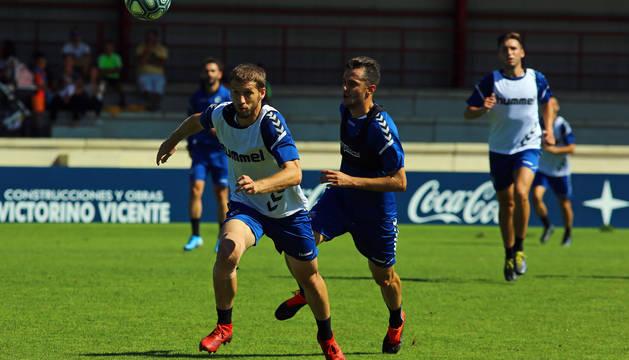 Brasanac y Juan Villar, en un entrenamiento en Tajonar.