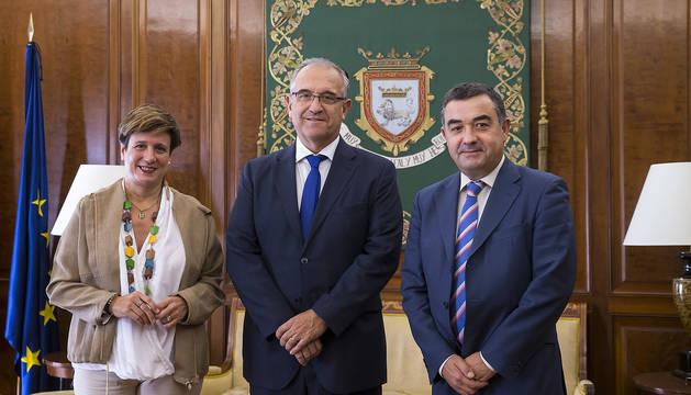 Enrique Maya y José Juste, durante la recepción en el Ayuntamiento de Pamplona.