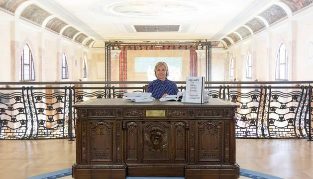 Los polémicos 'emails' de Hillary Clinton se pueden leer y comprar en Venecia