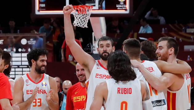 Los jugadores de la selección española celebran la victoria ante Australia y el pase a la final del Mundial de Baloncesto de China 2019