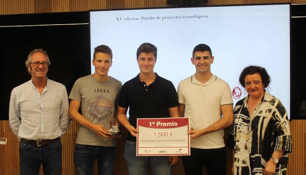 Foto de los alumnos del IES Iturrama premiados en el concurso de Tecnun.