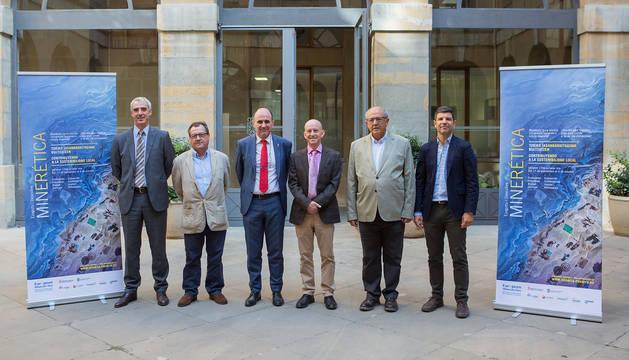 De izda. a dcha., Juan Martínez, Javier Fermin, Manu Ayerdi, Peter Albert, Javier Ángel López y Jorge Baños durante la presentación de las jornadas.