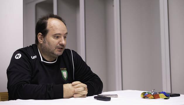El técnico de Helvetia Anaitasuna, Iñaki Aniz, en una rueda de prensa anterior.