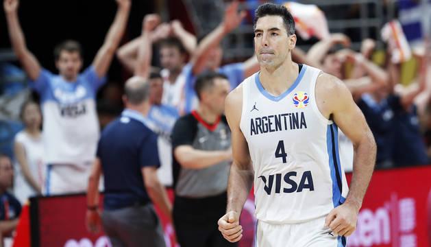 El argentino Luis Scola celebra el triunfo tras derrotar a Francia en semifinales.
