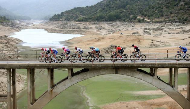 El grupo de escapados, en la antepenúltima de la etapa de la Vuelta.