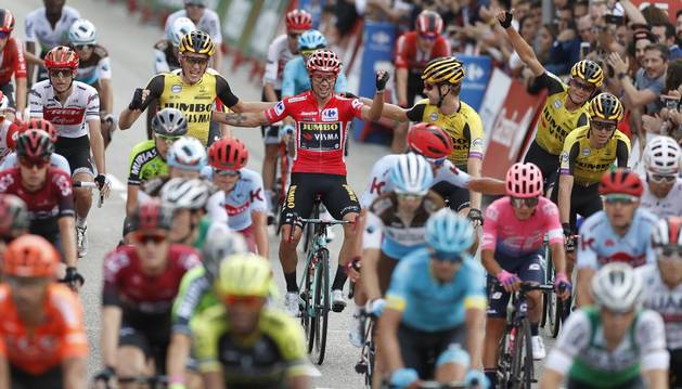 Jakobsen se impone en Madrid y Roglic se corona como vencedor de la Vuelta