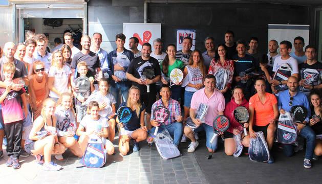 Foto de grupo de los participantes en la 5º prueba del Circuito Diario de Navarra Absoluto de Pádel 2019.