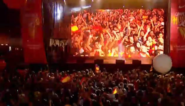 Fiesta en honor de los campeones del mundo de baloncesto en la Plaza de Colón