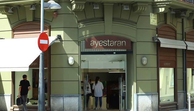 foto de Una de las tiendas de Ayestarán, entre Paulino Caballero y la avenida de Roncesvalles, que ahora pasará a nuevas manos.