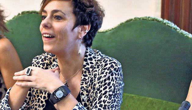 Amaia Izko, en su sillón de concejal de Bildu en Pamplona.