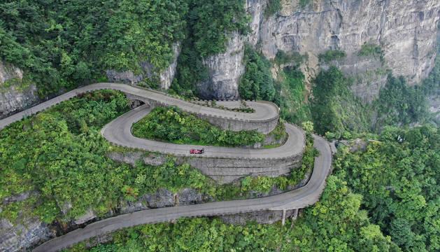 Imagen de la montaña  Tianmen, conocida como la 'Puerta al Cielo', nuevo récord de Volkswagen.