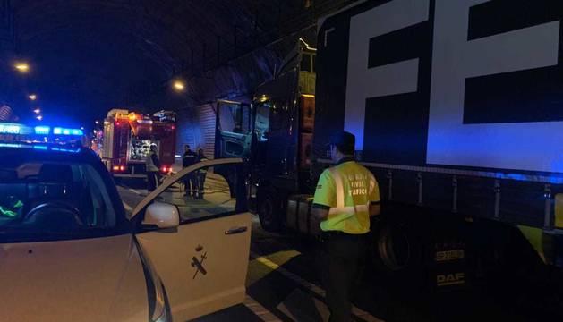 Cortado el túnel de Belate al arder un camión en su interior