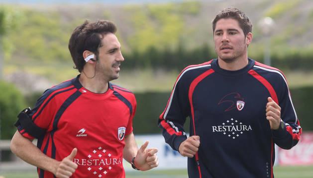 Juanfran Torres (izda.) y Javi García (dcha.), durante un entrenamiento en Tajonar en la temporada 2007/2008.