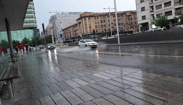 Pamplona comienza la jornada con una fuerte tormenta