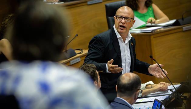 Carlos Gimeno, en el Parlamento de Navarra.