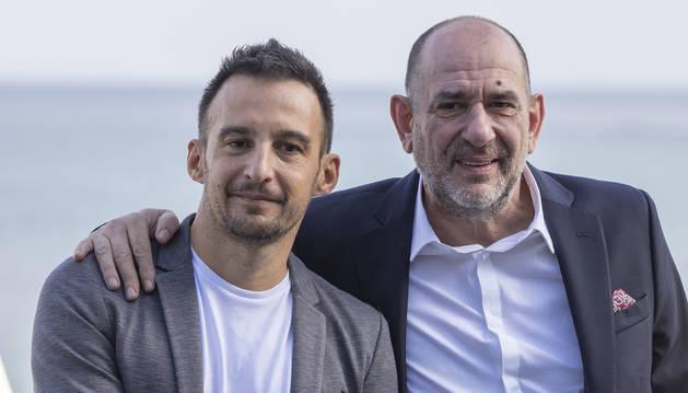 foto de El director Alejandro Amenabar y el actor Karra Elejalde, durante la presentación de la película 'Mientras dure la guerra' en el Festival de San Sebastián