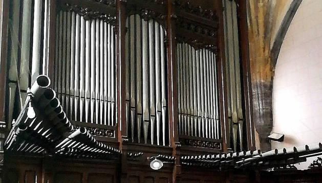Foto del órgano de la parroquia de San Martín de Tours, de Lesaka.